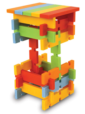 Create tall towers with these interlocking planks.