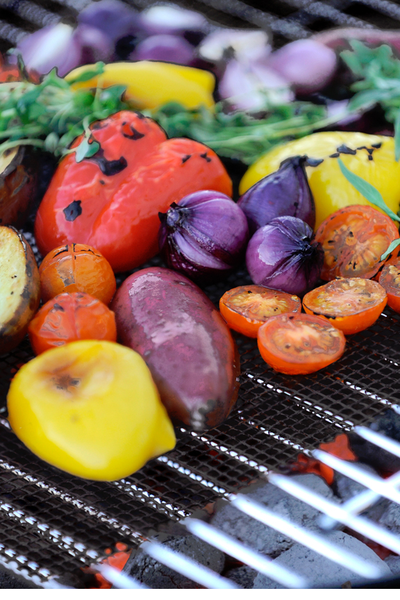 Easily grill vegetables, fish and other difficult items.
