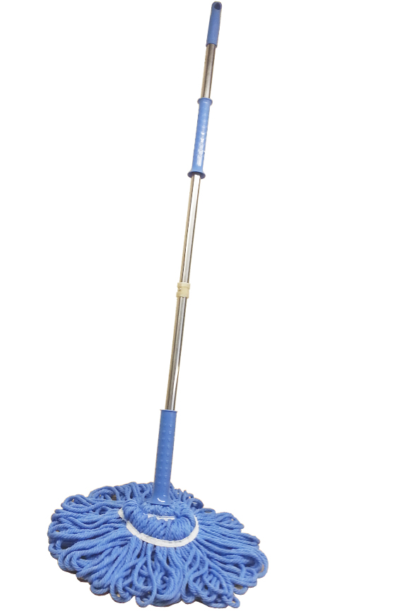 Powerful twist mop with ratchet assist wringer